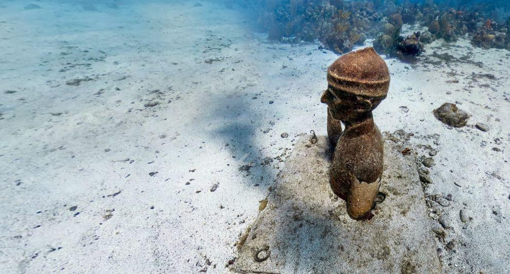 Buste commandant Cousteau dans la Réserve Cousteau (Bouillante, Guadeloupe)